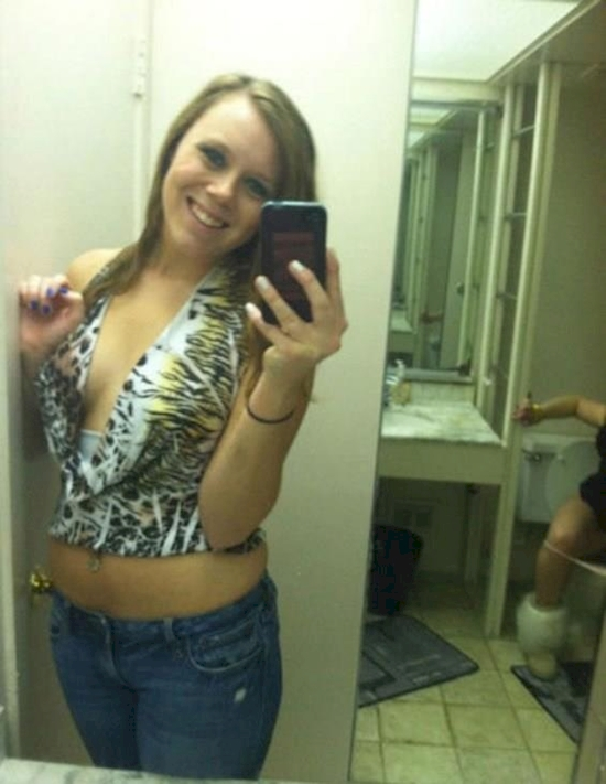 10 Times People Took Selfies Without Checking Their Background5